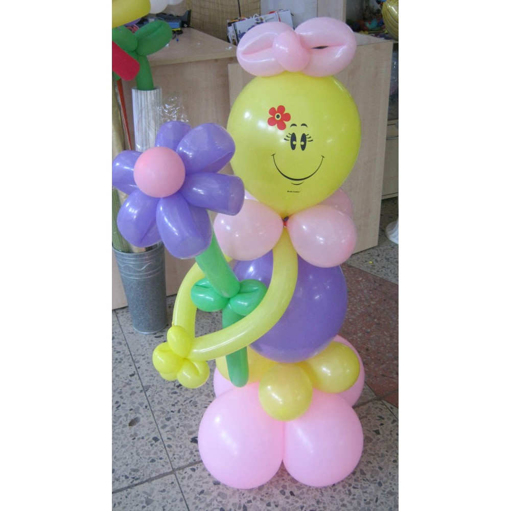 Плетеная фигура из шаров Девочка с цветком